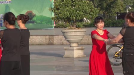 宜州区众乐交谊舞培训中心九周年庆展演1、平四《你莫走》
