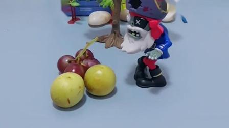 笨笨想把好吃的藏起来,结果被海盗僵尸看到了,就把好吃的都吃了