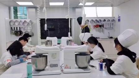 港焙西点   杭州学习蛋糕哪个学校好  杭州学习蛋糕技术哪里好