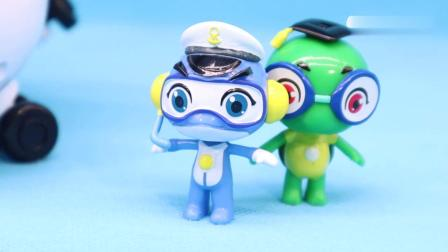 小猪佩奇坠机了,海豚帮帮号合体帮帮超能侠救援