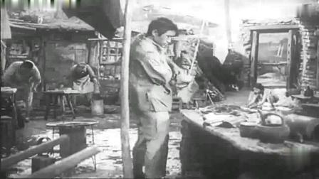牛犇在1952年版《龙须沟》 饰二嘎子