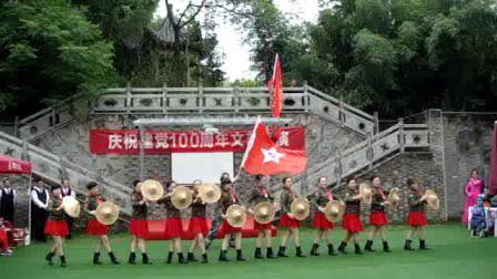 红歌串烧舞蹈《红色娘子军》表演:信阳金色阳光舞蹈队   摄影制作:范保国