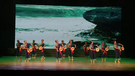 英娇艺术团舞蹈《渔鼓敲出幸福来》代表海城区参加基层文艺汇演2021、5、27)