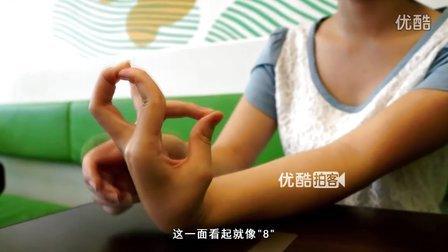 """【拍客】重庆奇女秀""""手上功夫' '奇葩手指'编'中国结'惊呆网友"""