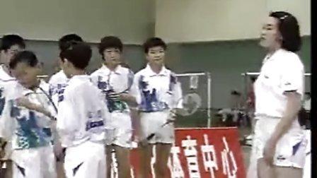 学打羽毛球05(发球技术2)