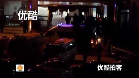 [拍客]实拍江苏省丰县载71人校车侧翻 已造成15人 救护车不断进入医院