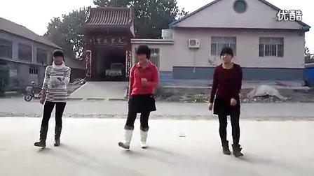 3个嫩女广场舞CCTV—街拍专家