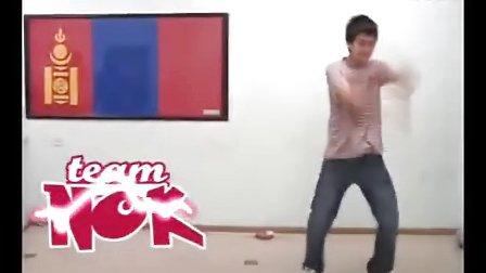 蒙古 男生 club Tecktonik dance