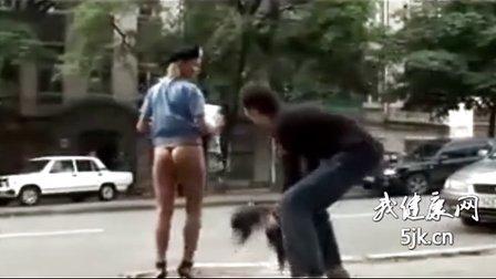 女警脱裙子 咱不带这么玩人的!