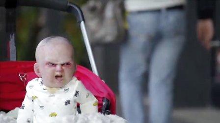 【猴姆独家】吓傻了!鬼娃娃惊现纽约街头!