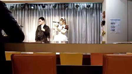 东京秋叶原女仆咖啡屋偷拍,规定不能拍,是我们偷拍得,来里面玩的男人都长得好WS,hiahia!
