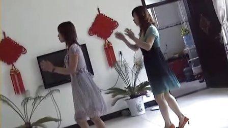 婷芳姐妹花广场自由舞(心在跳情在烧)