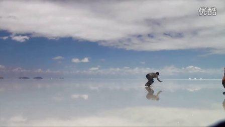 难以置信之美!滑行在地球最壮丽仙境:玻利维亚天空之镜