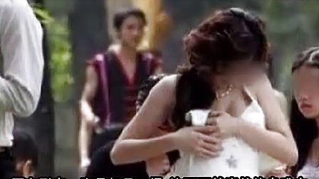 拍婚纱新娘露点走光!新郎当场气哭!