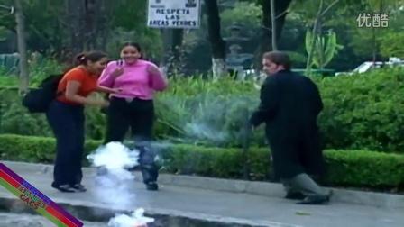 【粉红豹】笑死老子了!玩魔术,居然突然扔出来一个炸弹~!