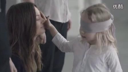 人的心灵感应 宝宝蒙眼靠触摸在众人中找到妈妈