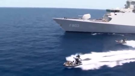 美国海军围剿海盗实拍
