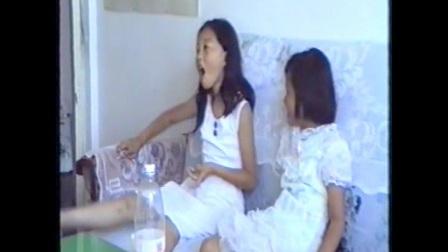 小姐妹俩在东风家中
