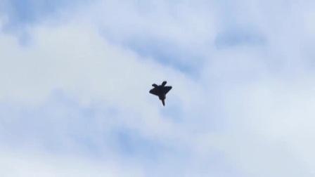 F-22战机上演令人窒息的飞行表演