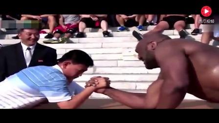 黑人大力士扳手腕挑战,被中国小伙们直接掰倒