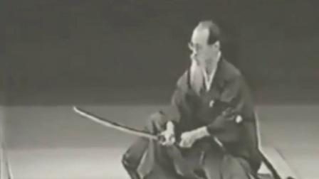 日本80岁老人演示传统武士道