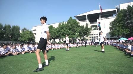 泰国歌手Gun Napat赠高中母校40年庆典: 寄予后辈