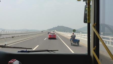 苏州好行旅游西山岛环线(海格豪华旅游客车)经过太湖大桥片段VID_20180811_105412