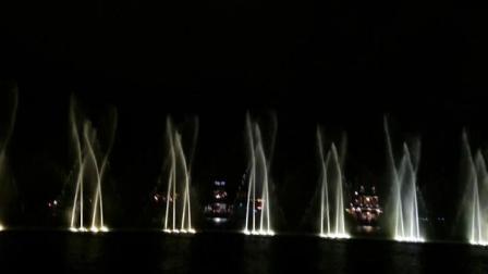 嘉善中学75届高中一班师生聚会于杭州看音乐喷泉 2016.10.