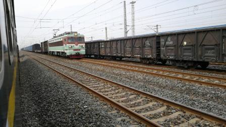SS3 8052 成局重段 货列 通过白市驿车站
