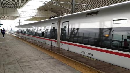 G1013(武汉—深圳北)本务广铁长沙段,搭载CR400AF-A型车底,庆盛站2站台发车;G6160(深圳北—怀化南)高速通过庆盛站