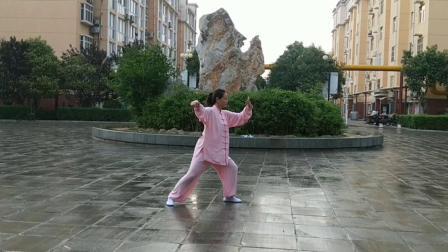 山东邹城宋蕾19.7.3号雨中演练二十四式太极拳