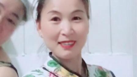 赵茉莉生活视频 下班在更衣室内自拍花桥流水 同事看了笑笑哈哈