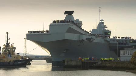 英国皇家海军威尔士亲王号航母驶离罗赛斯造船厂前往朴茨茅斯母港进行海试