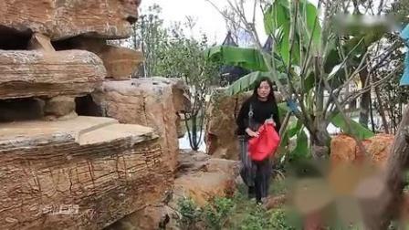 恐龍王 美女肚子疼在公园上厕所,遇到抢劫,结果哭笑不得💩💩💩💩💩💩