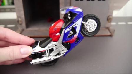 神奇的魔法车库变出各种摩托看你们喜欢哪辆.mp4
