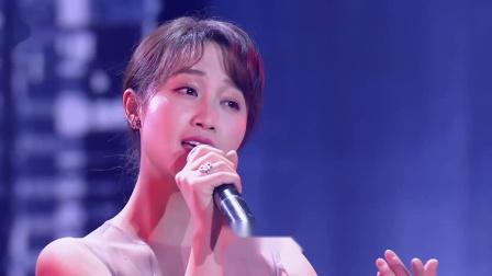 《2019 国剧盛典》蓝盈莹献唱《岁月神偷》为各位观众带来了视觉、听觉的双重享受