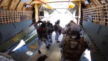 俄空降兵北极地区首次万米空降测试新型降落伞系统