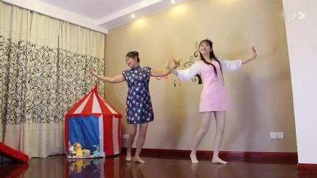 小君母女光脚来一段广场舞《南屏晚钟》