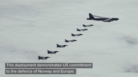 挪威空军战机与美空军B-52轰炸机编队飞行