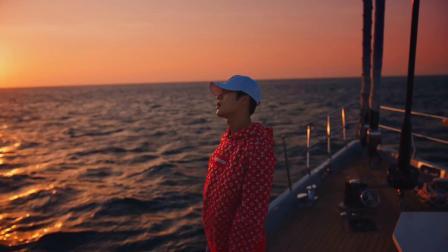 沙滩|海边|美女,看王嘉尔带你感受『Dawn of us』,来街舞3继续燃爆这个夏天
