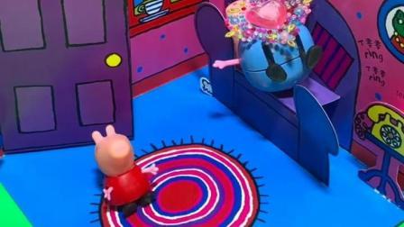 太好了乔治不在家,现在是佩奇的恶作剧时间,把猪爸爸画成猪阿姨