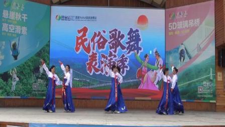 龙井市魅力晚霞艺术团在琵岩山展演--红太阳照边疆(曙光影视)