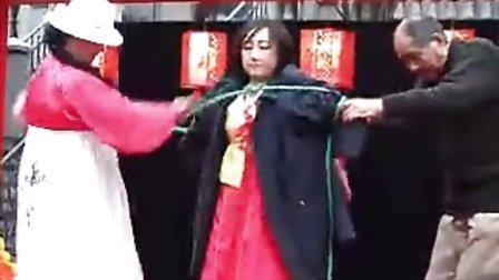 [拍客]女魔术师玩绑捆游戏,大爷去衣神秘难堪万分
