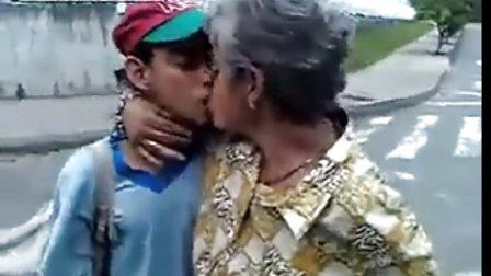 重口味!!19岁男孩和68岁老太忘年恋