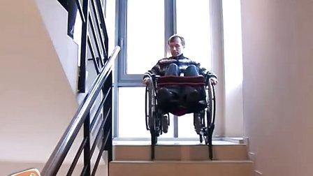 全手动独立操作的爬楼轮椅(上楼)