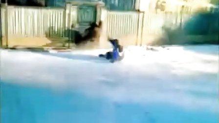 【优酷搞笑】哈哈!玩滑雪的最高境界就是。。。。。