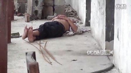 【拍客】实拍农民工躺水泥地支凳子午休心酸一幕