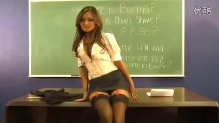 【粉红豹】世界上最性感的女老师,学生答对问题就脱!