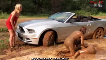 美女陷车 性感的越野美女在泥地推车 - 高清汇编