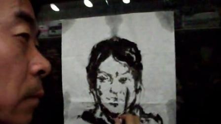 火车迷系列-火车上为美女画像,侯天明带学生到江西写生途中在火车上示范水墨人物肖像